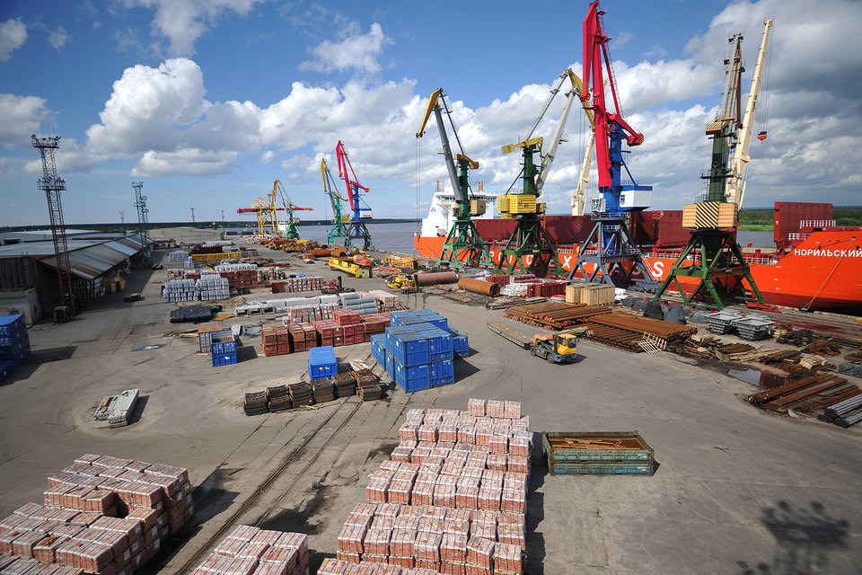 «Норильский никель» рассчитывает продать 74,78% акций Архангельского порта структуре Александра Абрамова, миноритария компании