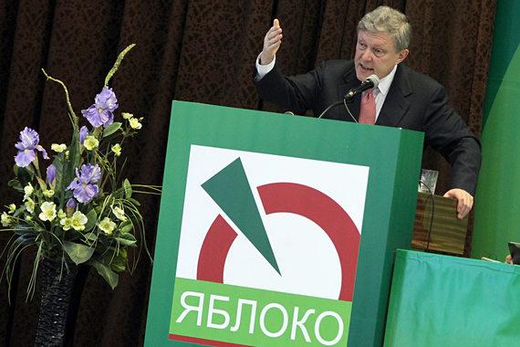 Григорий Явлинский не стал выдвигать свою кандидатуру, но активно поддерживал  Эмилию Слабунову