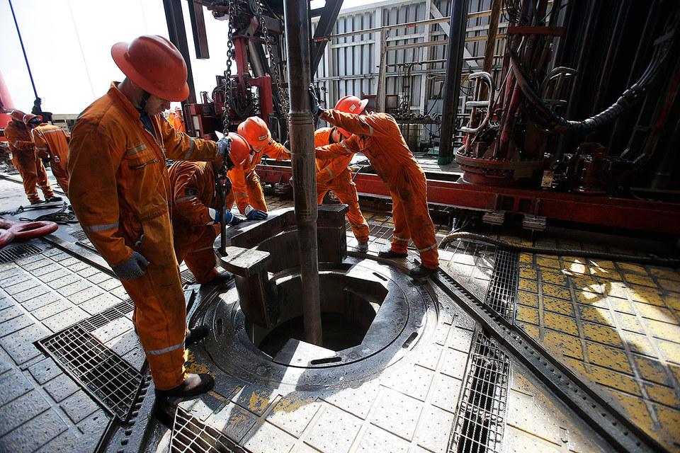 Цена на нефть упала до уровня июля 2004 г.