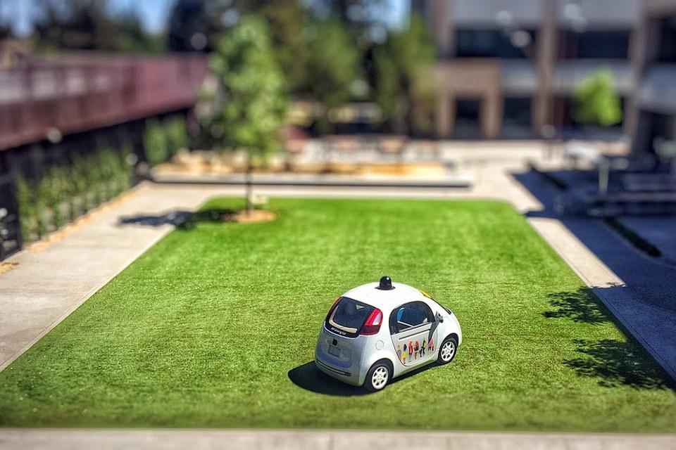 Google проводит тесты прототипов беспилотных автомобилей и рассчитывает вывести такие машины на рынок к 2020 году