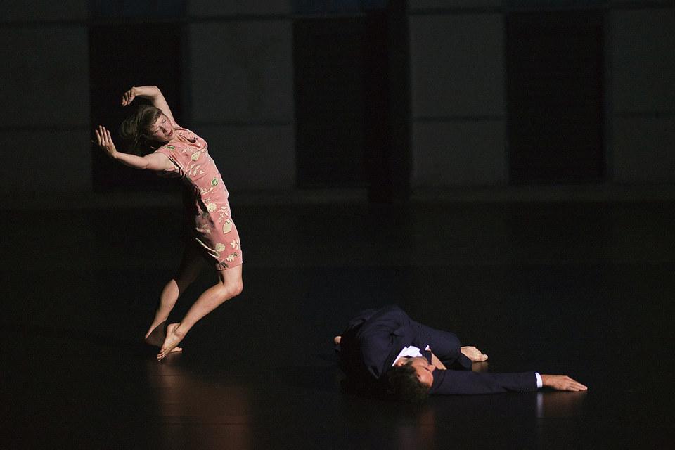 В аскетичной хореографии Анны Терезы де Кеерсмакер хватает молитвенной страсти