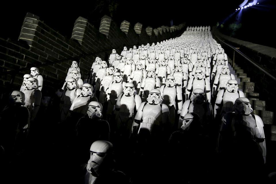 Фильм Джей Джей Абрамса «Звездные войны: Пробуждение силы» установил новые рекорды стартовых сборов по всему миру