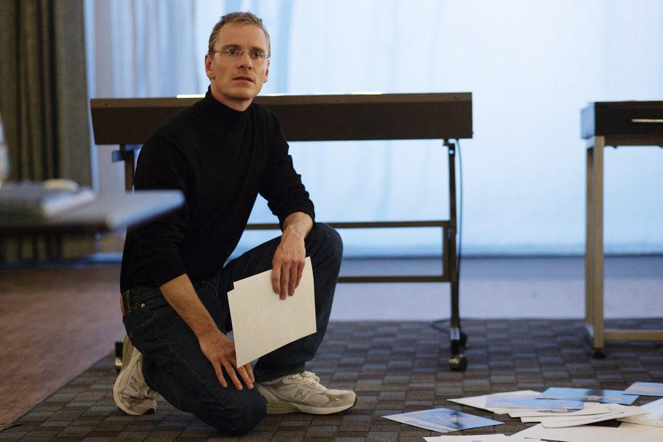 В исполнении Майкла Фассбендера сам Стив Джобс похож на компьютер