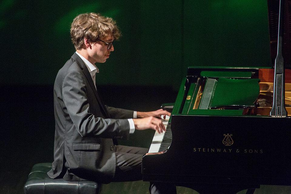 Люка Дебарг и музыка понимают друг друга