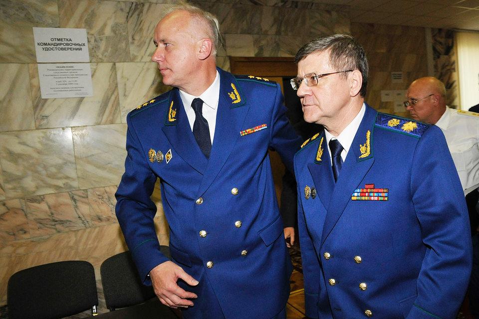 Бизнес надеется на коллег Юрия Чайки (справа) больше, чем на подчиненных Александра Бастрыкина