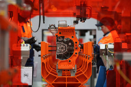 """В апреле 2015 г. """"Соллерс"""" потерял контроль в СП с Ford. В августе компания прекратила сотрудничество с Toyota и Mitsui по сборке Toyota Land Cruiser Prado"""