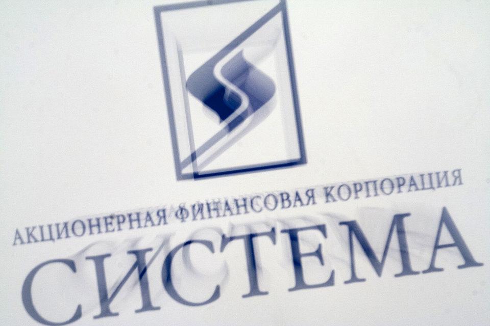 Из материалов «Системы» следует, что 37% ее долга номинировано в долларах, 59% в рублях, 4% — в других валютах