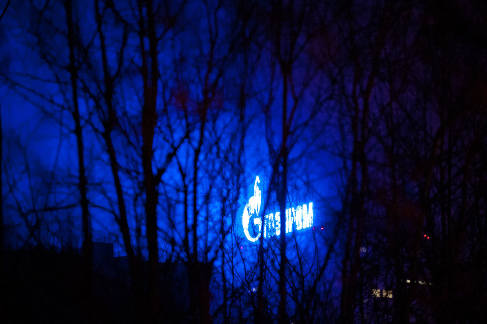 """По итогам 2013 и 2014 гг. """"Газпром"""" выплатил акционерам 7,2 руб. на акцию, что соответствовало 27 и 90,2% от его чистой прибыли соответственно"""
