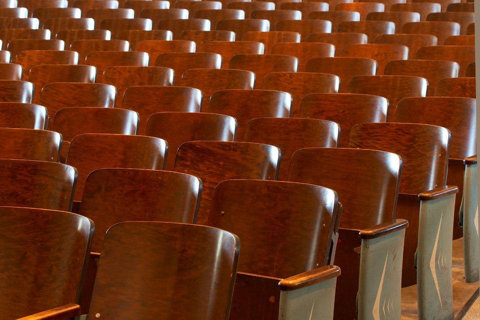 Взамен полученных средств кинотеатры возьмут на себя обязательство отдавать не менее 50% сеансов под российские фильмы в среднем за квартал