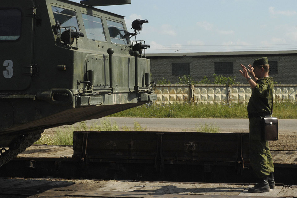 Реализация российско-иранского контракта от 2007 г. на поставку комплексов С-300, сумма которого составляла порядка $800 млн, была приостановлена в сентябре 2010 г.