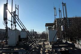 «Вымпелком» продает не только башни, но и треножники, размещенные на крышах зданий