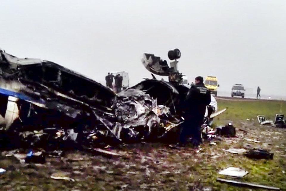 Страховщики требуют компенсации за разбившийся в ночь на 21 октября 2014 г. во «Внуково» самолет Falcon 50EX, знают два человека, близких к обоим ответчикам. Falcon врезался в выехавший на взлетно-посадочную полосу снегоуборщик, погибли все три члена экипажа и пассажир – де Маржери