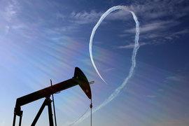 Ценовая волатильность на нефтяном рынке продолжает расти, заявил Bloomberg начальник отдела анализа сырьевых рынков Goldman Sachs Джефф Карри. По его словам, он не удивится, если цена опустится ниже $20 за баррель