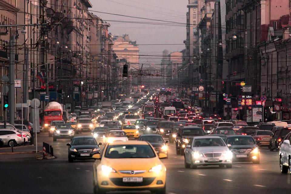 """Uber, по неофициальным оценкам, занимает третье место в Москве после """"Яндекс.Такси"""" и Gett по количеству заказов"""
