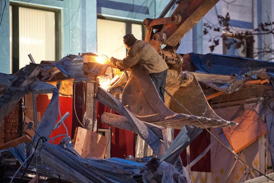 В ночь с 8 на 9 февраля в Москве начался снос 97 из 104 признанных самостроем объектов торговли близ станций метро