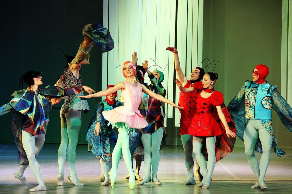 В новом балете немало забавных насекомых