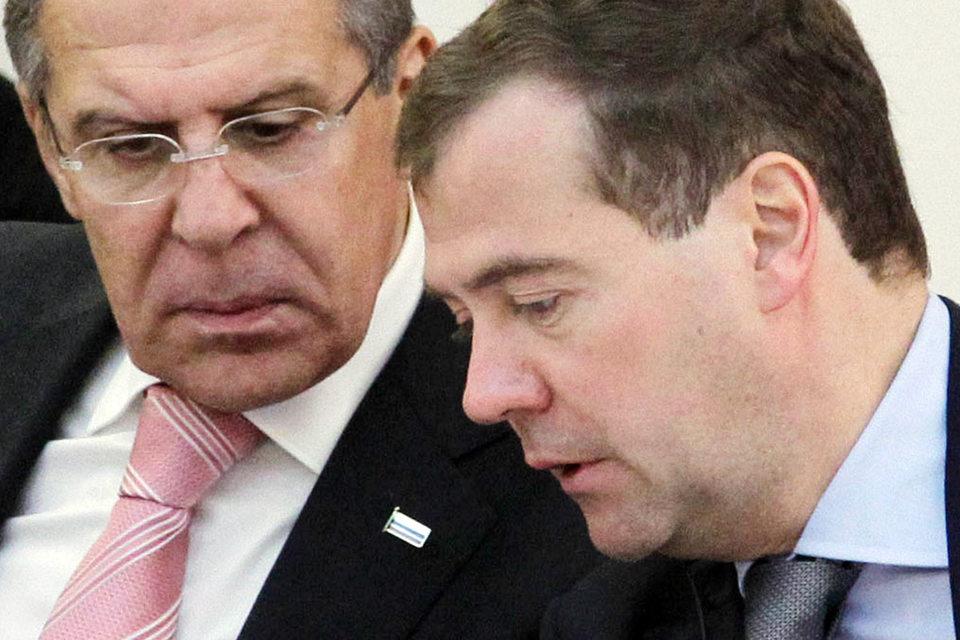 Главная работа в Мюнхене предстоит Сергею Лаврову (слева), а не Дмитрию Медведеву