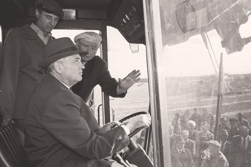 В СССР в ответ на снижение темпов роста был провозглашен курс на ускорение