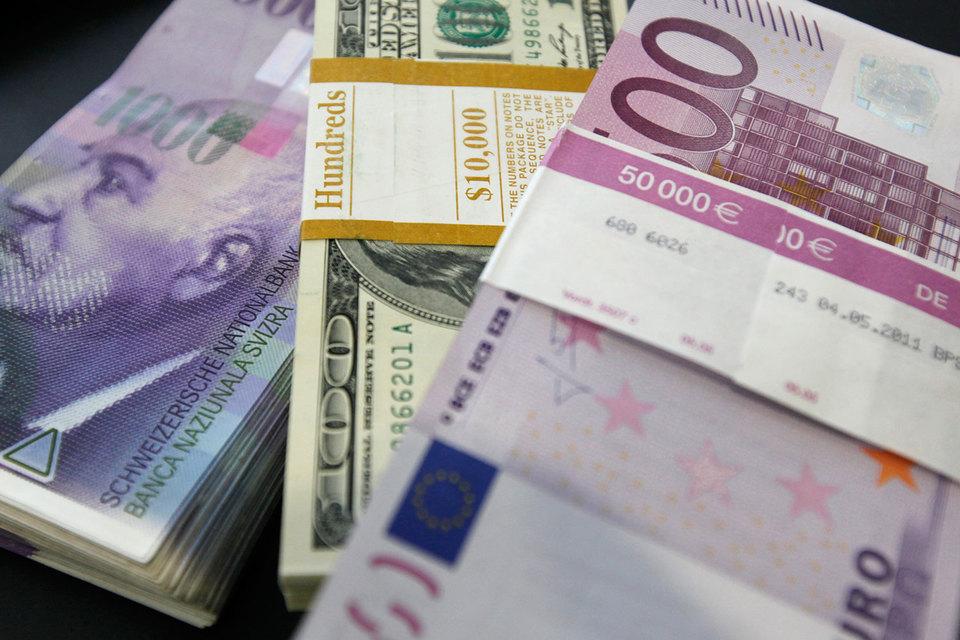 Банкноты Швейцарии, еврозоны и США с крупным номиналом следует изъять из обращения, считают некоторые эксперты