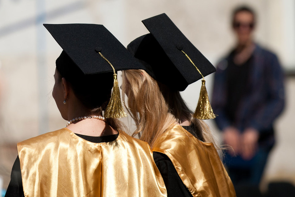 Зарплата выпускников не всегда зависит от престижности вуза