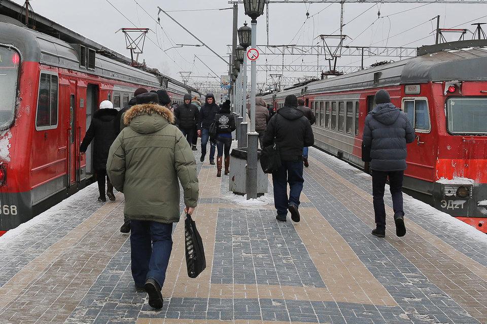 Почти 70% пассажиров пригородных поездов, ездящих из области в Москву, пользуются смартфонами