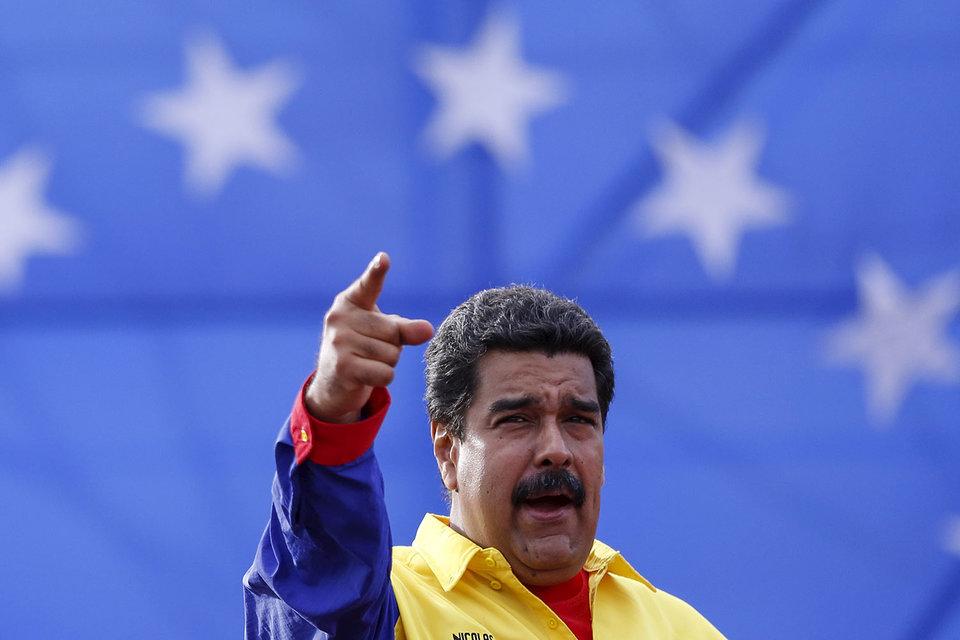Президент Венесуэлы девальвировал боливар на 37%