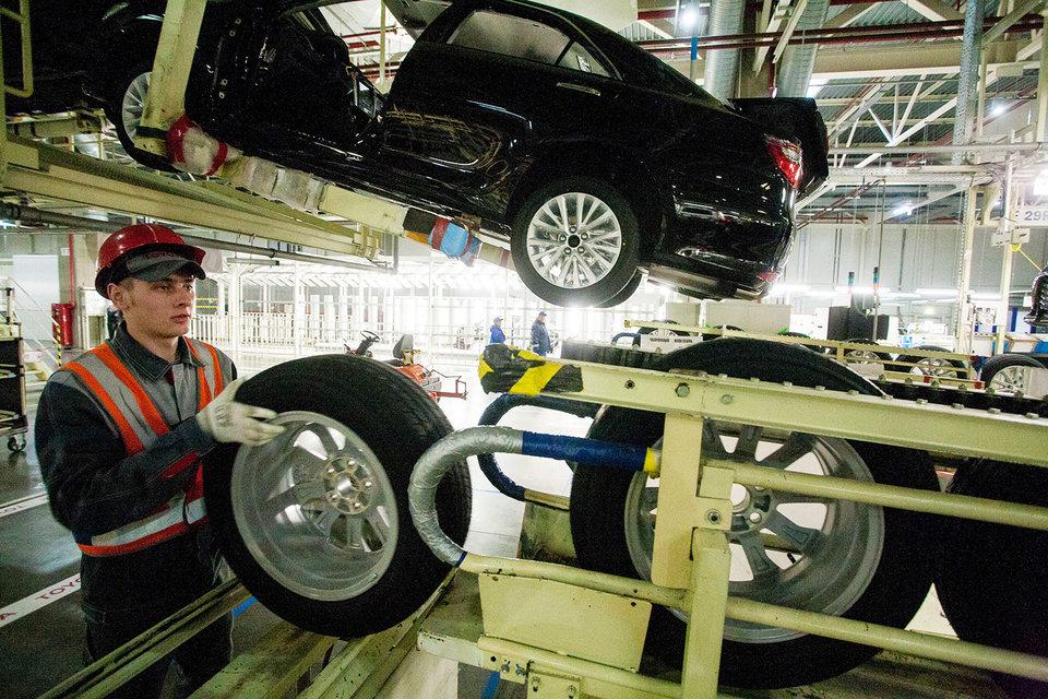 С конвейеров петербургских заводов в январе сошло 10600 автомобилей