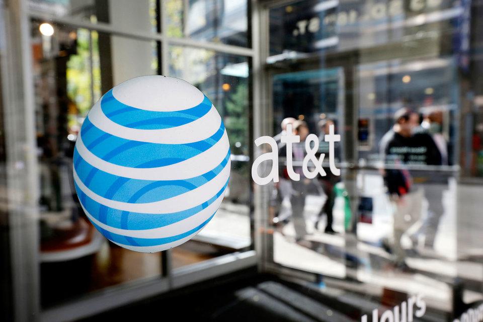 Гендиректор AT&T Рэндалл Стивенсон в четверг в очередной раз призвал конгресс США определиться с вопросом о предоставлении силовикам возможности доступа к зашифрованным данным на смартфонах