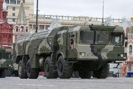 Министр обороны королевства Мухаммед бен Салман, посетивший в июне форум «Армия-2015», проявлял интерес к ракетному комплексу «Искандер» (на фото), сообщил источник в Минобороны России