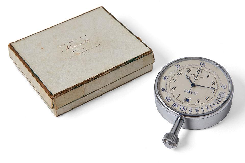 К хронографу Special pour Bugatti прилагается оригинальная коробка и выписки из архивов Breguet, подтверждающие продажу 1932 года