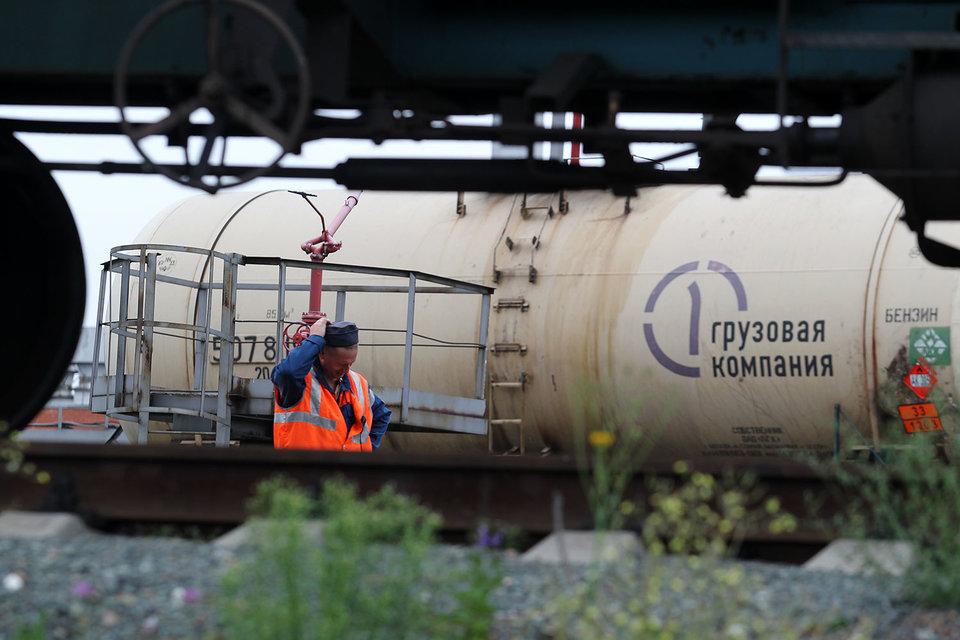 За девять месяцев 2015 г. «Роснефть» транспортировала железнодорожным и смешанным транспортом 8,8 млн т нефти и экспортировала 39,9 млн т нефтепродуктов