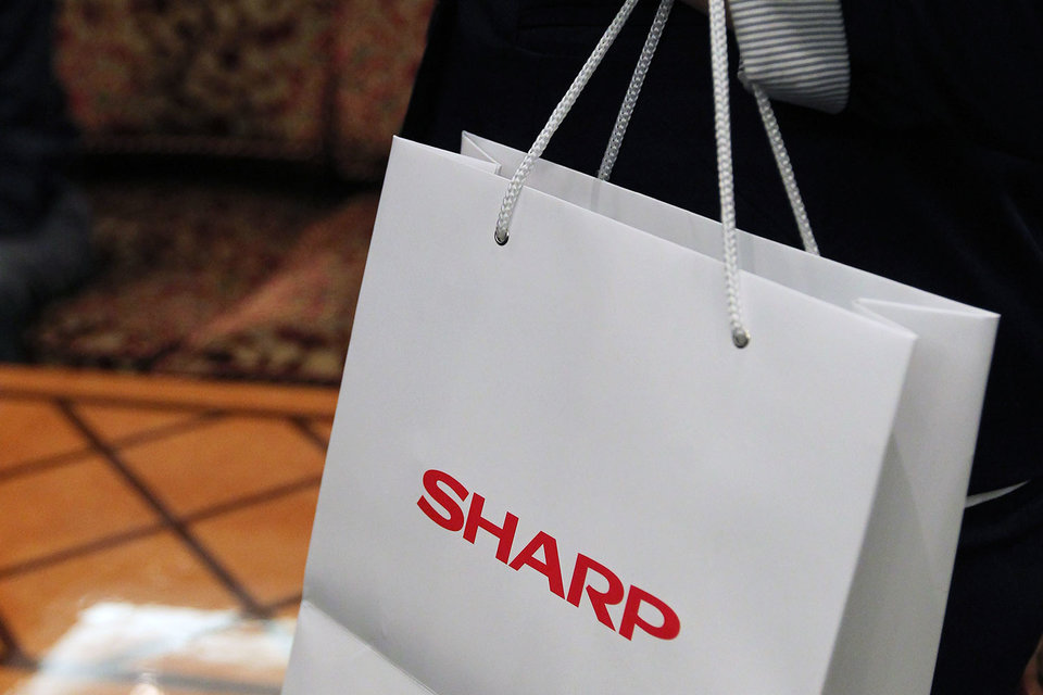 Продажа Sharp откладывается