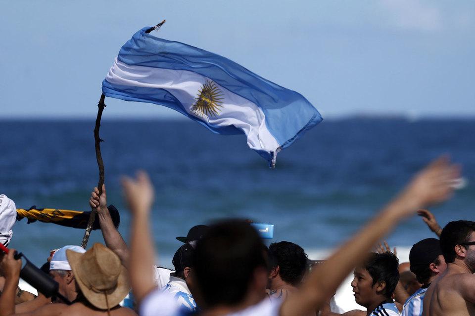Крупные кредиторы Аргентины почти согласны на сделку на $5 млрд по госдолгу