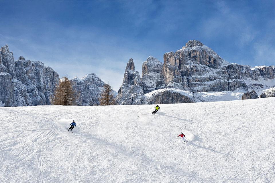 Главное горнолыжное развлечение в Альта-Бадиа – проехать позакольцованному маршруту Sella Ronda протяженностью 26 км