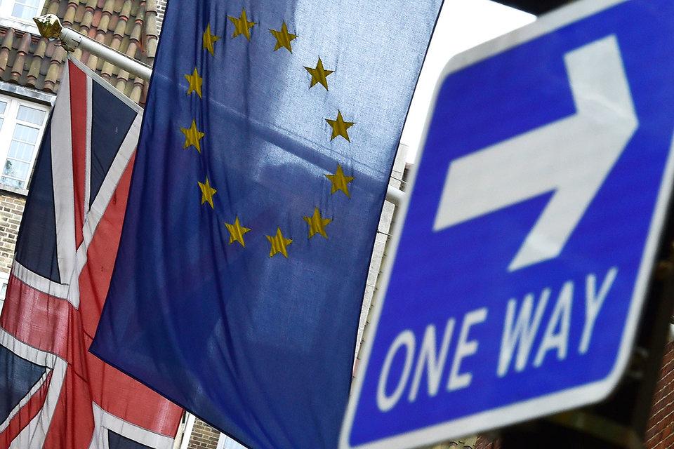 Выход из ЕС в разы увеличит риск возникновения рецессии в Великобритании, предупреждают экономисты