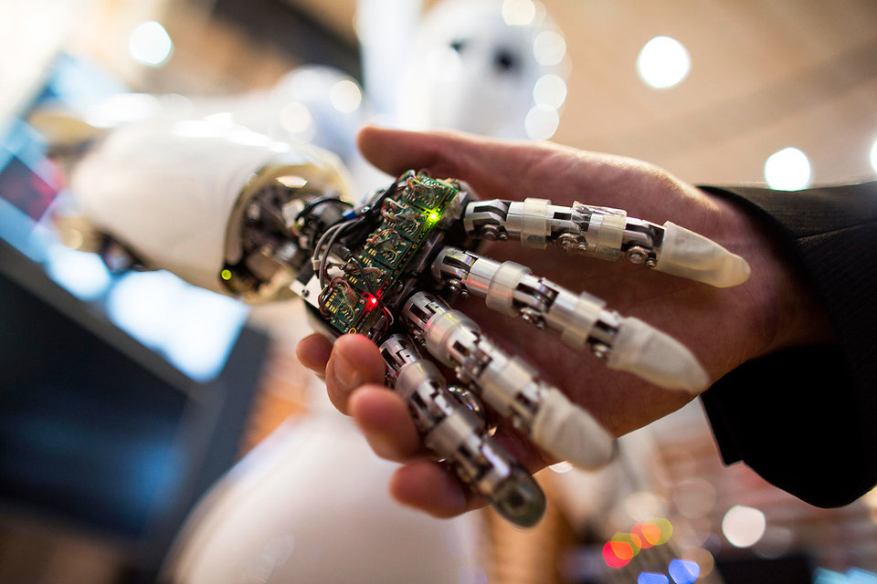 Роботы пока не требуют равноправия с людьми