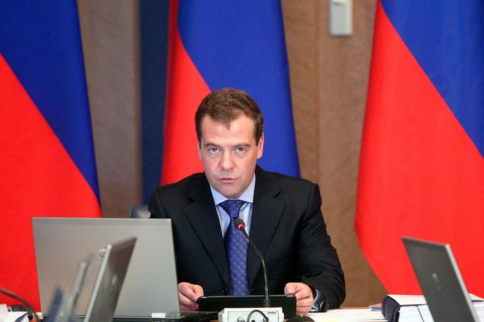 Премьер-министр России Дмитрий Медведев признал, что руководителям регионов трудно