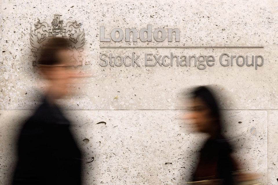 На Лондонскую фондовую биржу (LSE) появилось еще два претендента, которые могут расстроить ее слияние с Deutsche Boerse