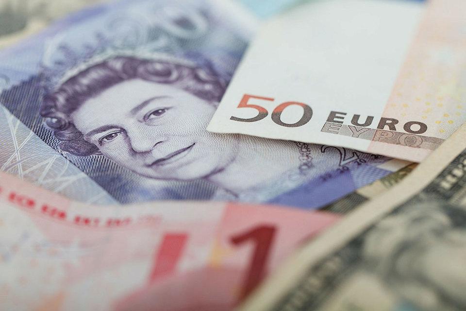 При жестком сценарии фунт может подешеветь до $1,2 с нынешних $1,395–1,4, полагает его соавтор Юэн Кэмерон Уотт