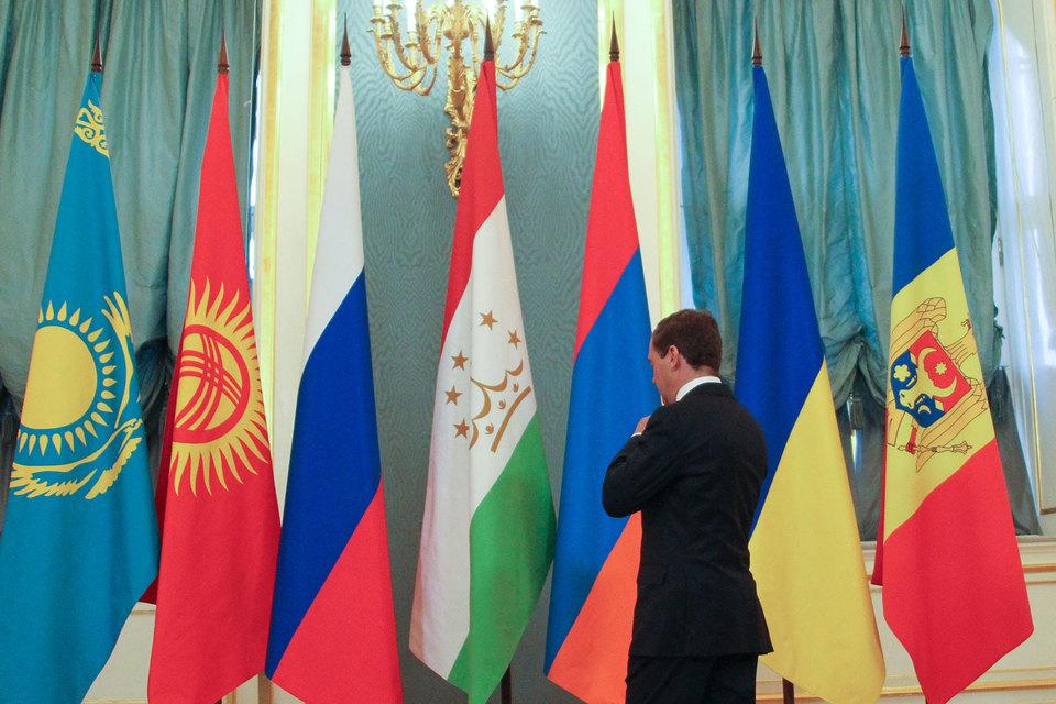 Россия хочет, чтобы страны ЕАЭС закупали по похожим правилам  (на фото премьер Дмитрий Медведев)