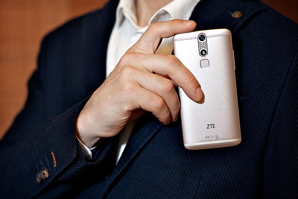 ZTE производит широкий спектр товаров, от смартфонов до сетевого оборудования, широко используя при этом американские комплектующие