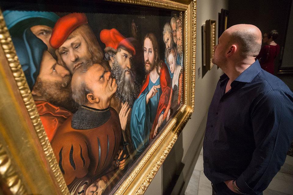 На некоторых картинах Кранаха персонажи смотрят прямо на зрителя