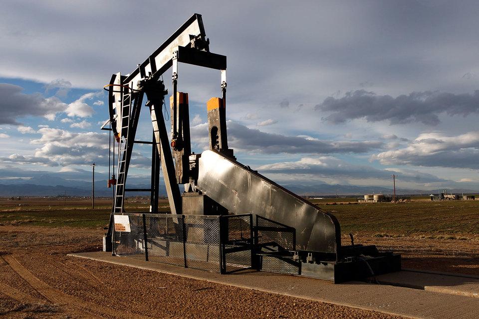 Нефть дорожает на новостях о снижении добычи в США и будущей встрече производителей