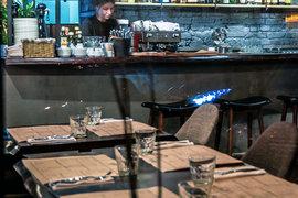 В ресторанах и кафе становится меньше посетителей