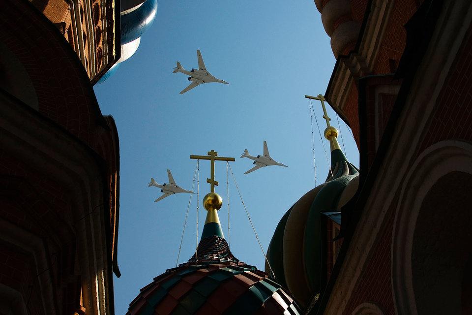 Возобновление производства бомбардировщика Ту-160 пока ограничится достройкой трех планеров из советских запасов