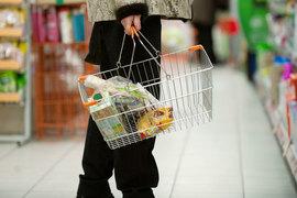 Снижение размера прожиточного минимума связано со снижением цен на некоторые продукты питания, которые занимают значительную часть в потребительской корзине, объяснял Минтруд