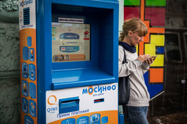 Платежи с помощью мобильных телефонов стали альтернативой платежам через терминалы