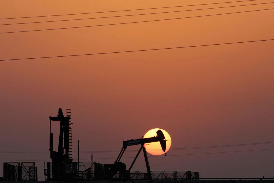 Иран готов заморозить добычу нефти только после того, как она восстановится на досанкционном уровне
