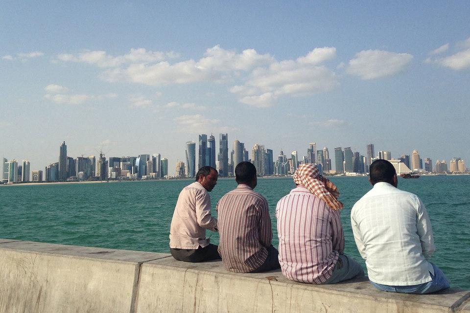 Около 15 государств подтвердили участие во встрече нефтедобывающих стран в городе Доха (на фото) 17 апреля