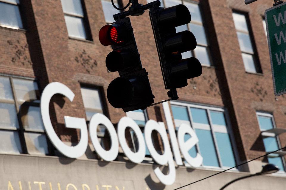 Суд пришел к выводу, что, лицензируя для производителей магазин приложений Google Play, Google оговаривал с ними место и размещение и иные преимущества для своих сервисов